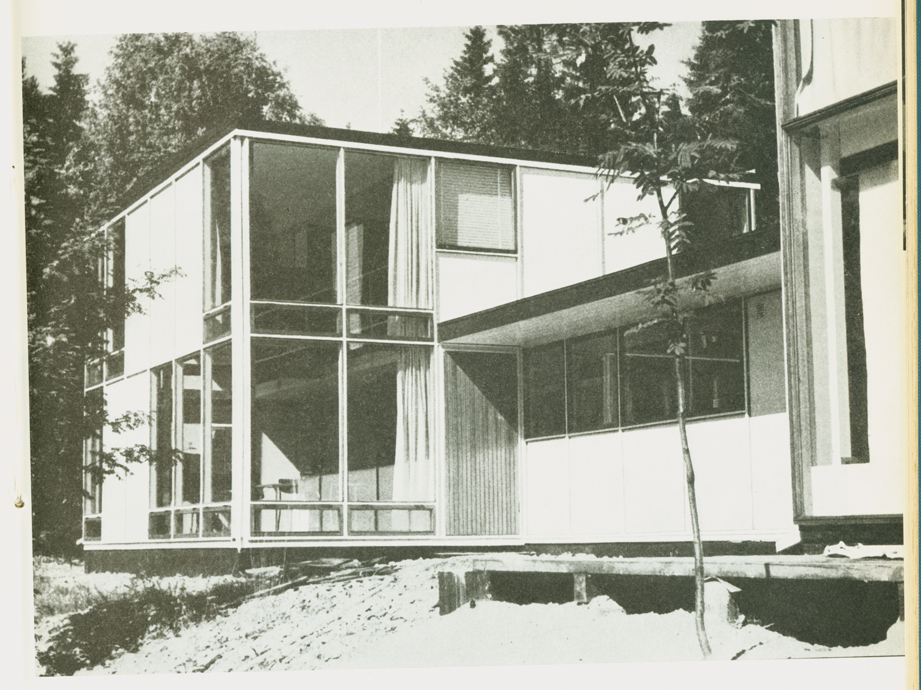 Norberg-Schulz's 1955 photograph of the garden façade of his Planetveien house.