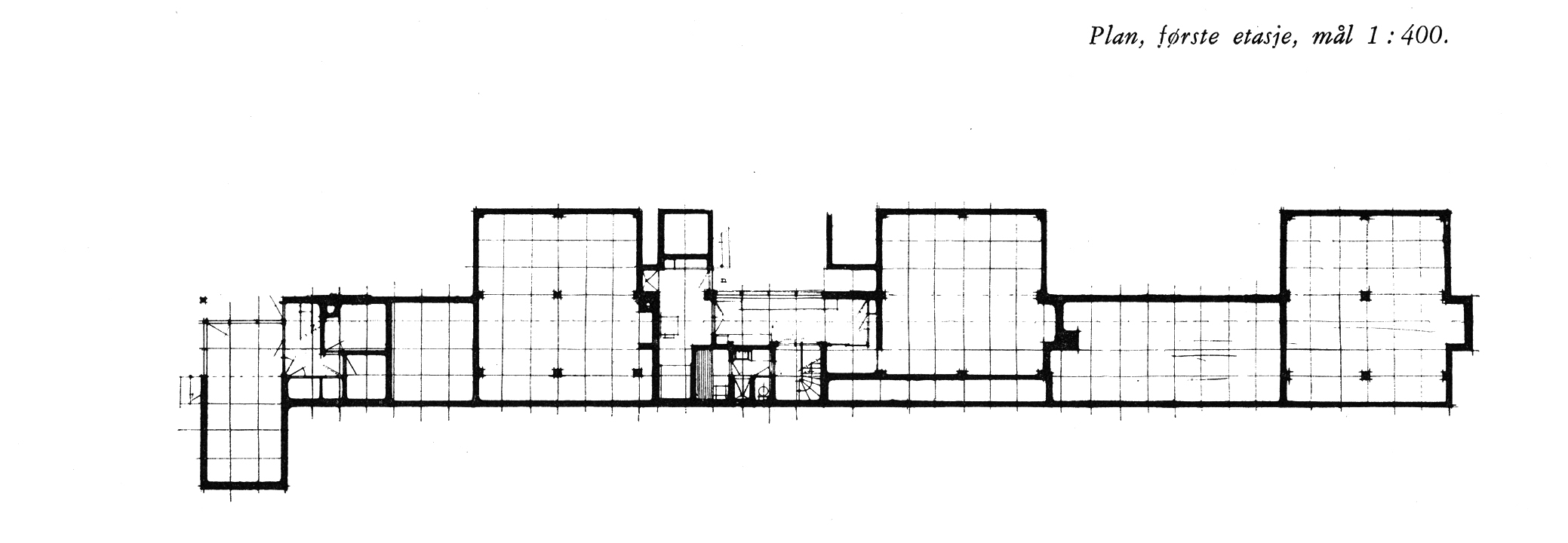Plan showing the three houses at Planetveien. Note that Korsmo removed the central steel column from the living room of his central unit. As published in _Byggekunst_, n.7 (1955).