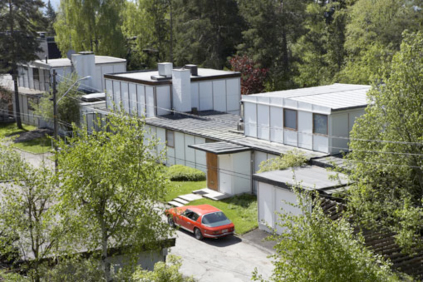 Contemporary view of the three Planetveien houses. A long 16 foot wide bar unites the houses of (from right to left) Norberg-Schulz, Korsmo, with a third speculative unit that was sold for profit.