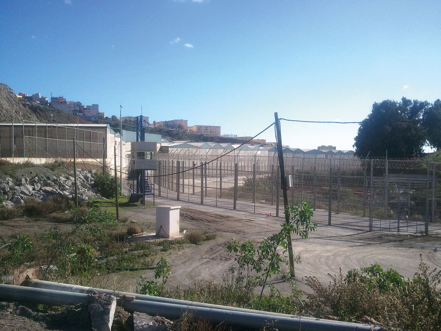 Border fence between Morocco and the Spanish enclave of Ceuta, 2011. Photo: wikimedia.