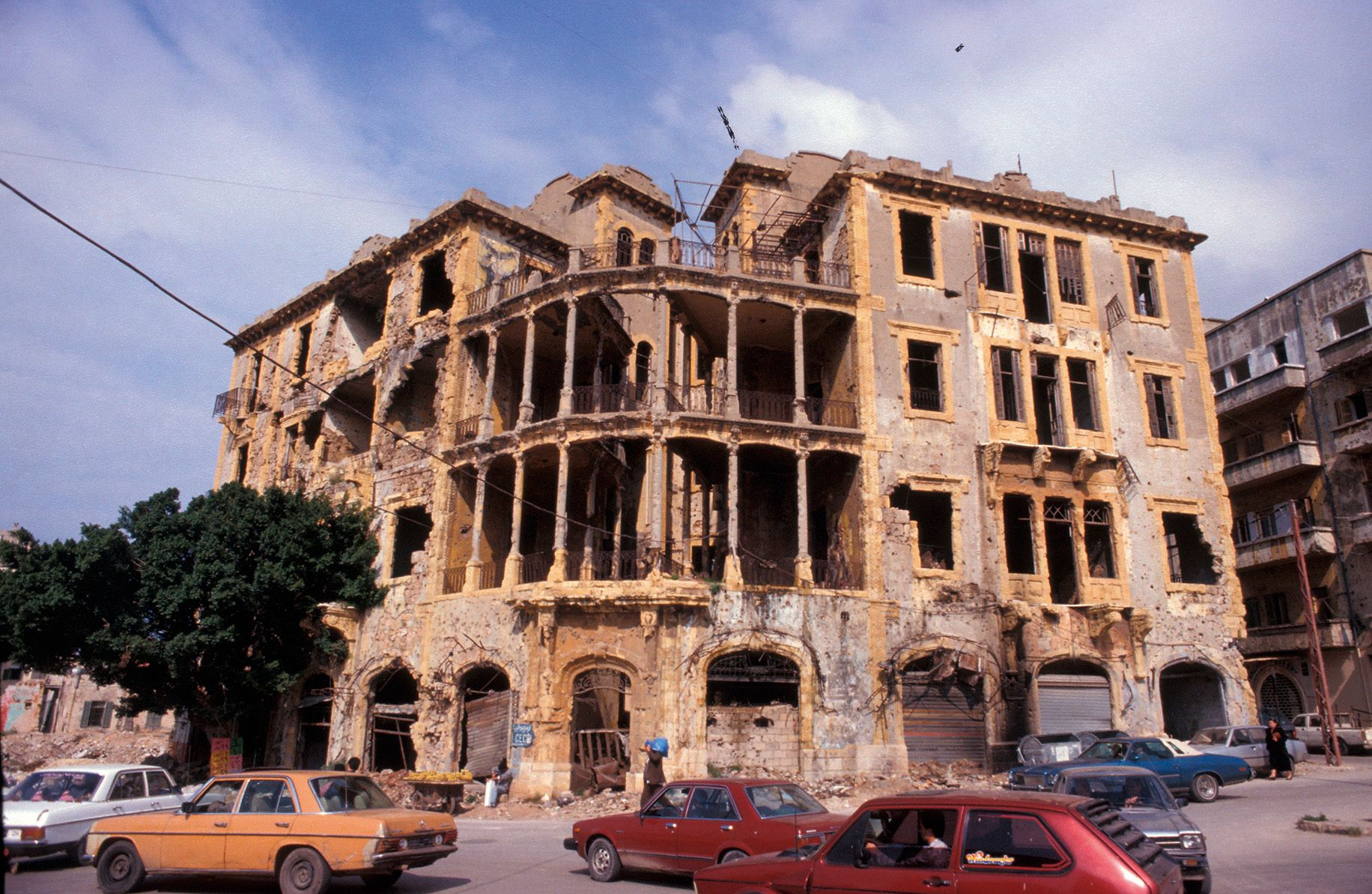 Beit Beirut, 1995. Ruined building left unrestored, houses a cultural foundation. Photo: OM.