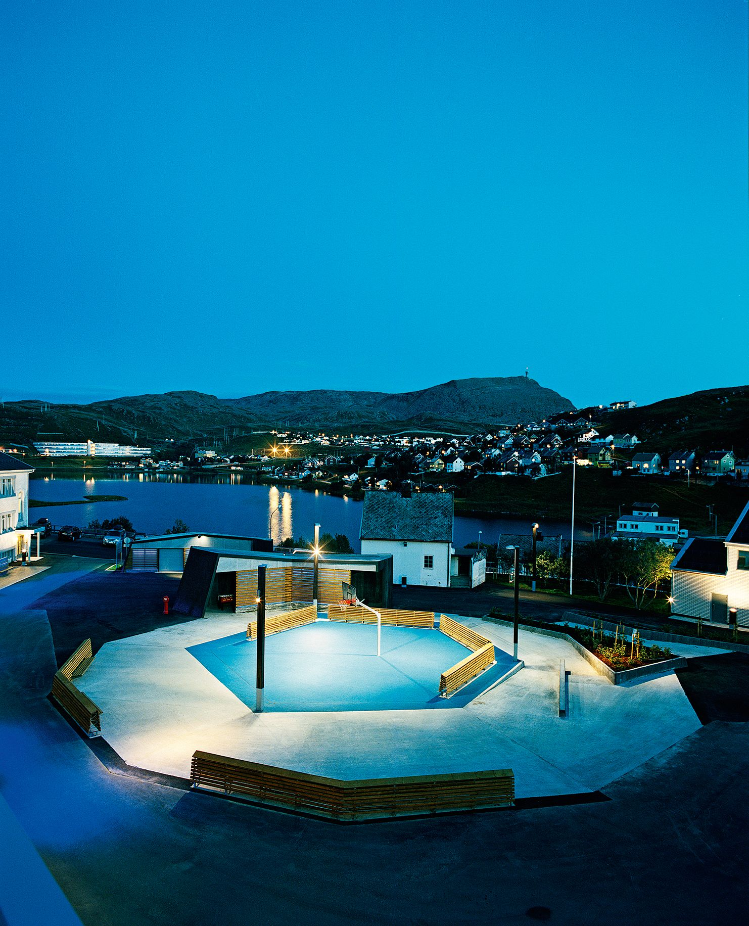 Breilia School, Hammerfest. Aurora Landskap AS, 2009. The project was part of a masterplan for outdoor lighting in Hammerfest, aimed at replacing the deylight experience during the dark months. Photo: Ivan Brodey