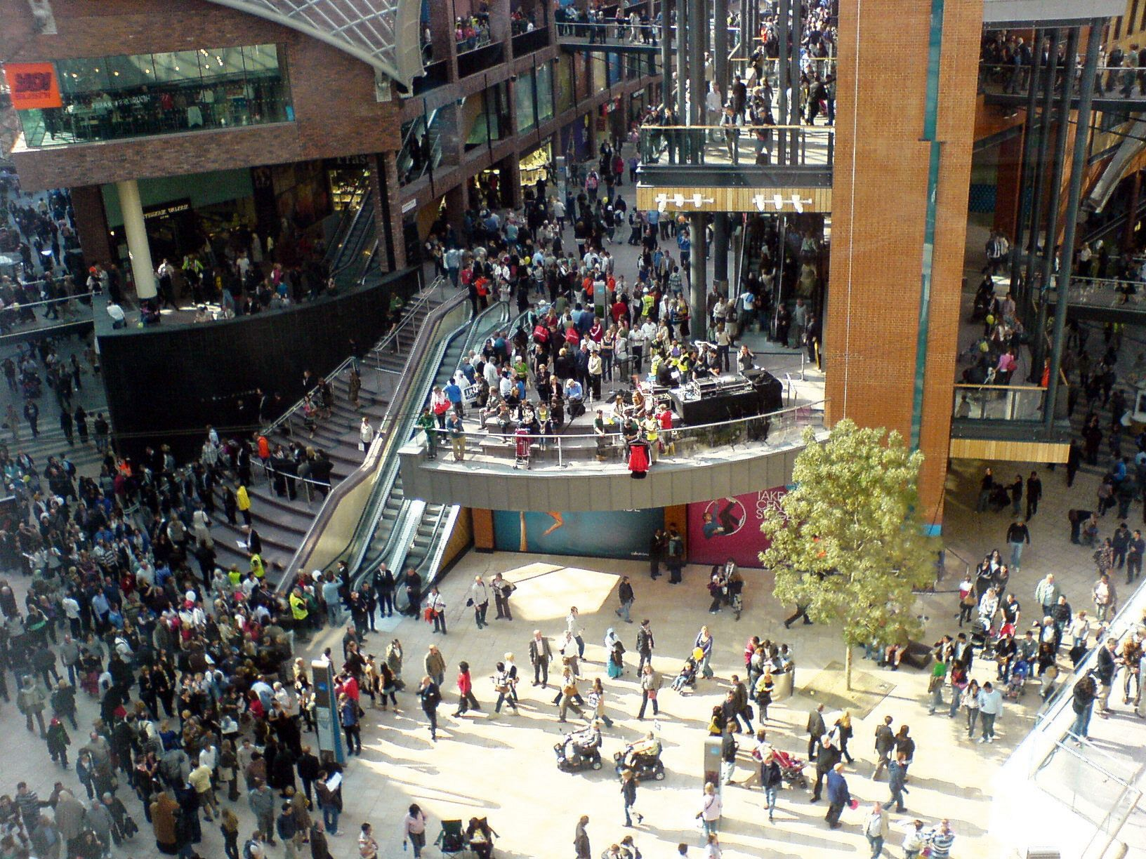 Cabot Circus, Bristol city centre, on opening day, 2008.  Photo: Ian13, wikimedia commons